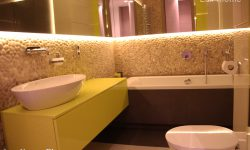 Pebble Tiles Bathroom - Beige Pebble Tile Wall